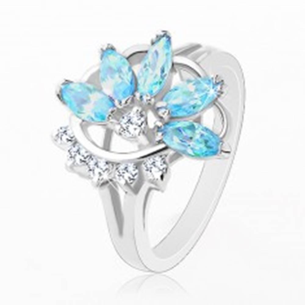 Šperky eshop Prsteň s lesklými rozdelenými ramenami, modro-číry polovičný kvet - Veľkosť: 48 mm