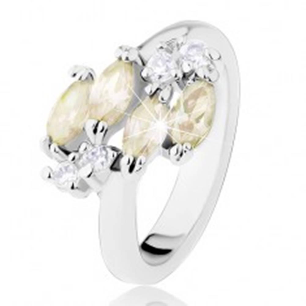 Šperky eshop Prsteň striebornej farby, žltozelené zirkónové zrniečka, číre zirkóny - Veľkosť: 50 mm