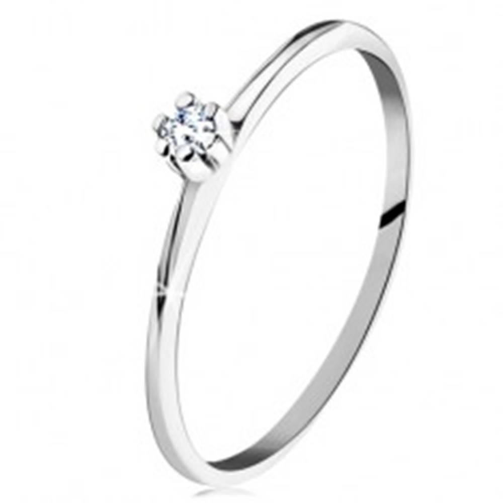 Šperky eshop Prsteň v bielom 14K zlate - lesklé skosené ramená, okrúhly číry zirkón - Veľkosť: 49 mm