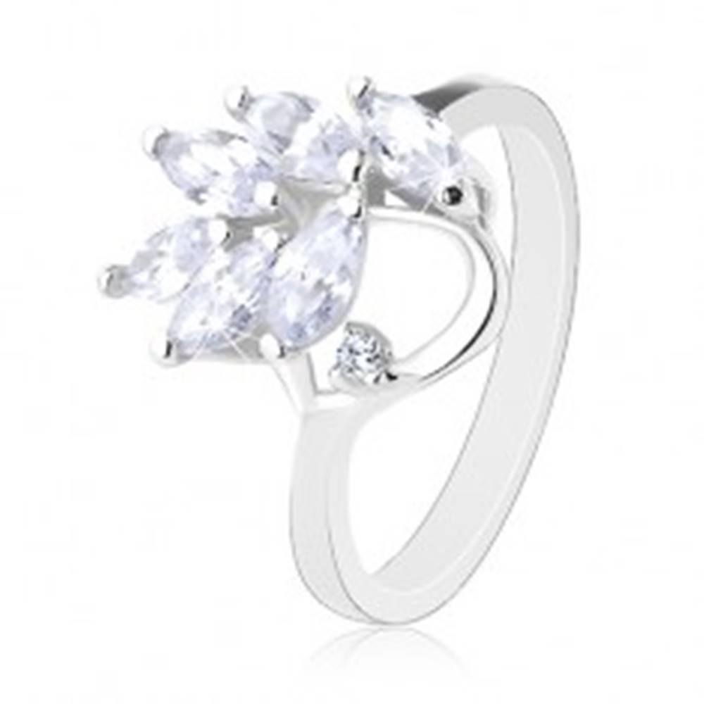 Šperky eshop Prsteň v striebornej farbe, brúsené zirkónové lístočky čírej farby - Veľkosť: 49 mm