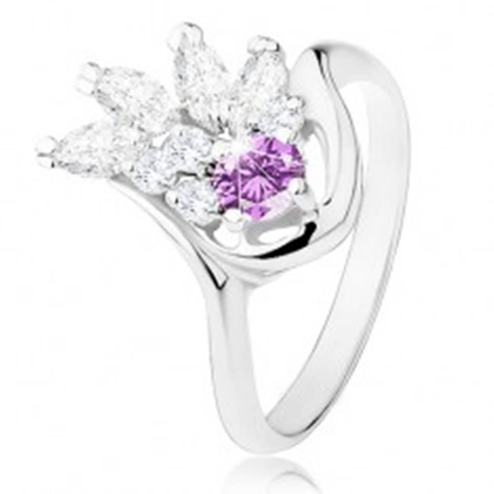 Šperky eshop Prsteň v striebornom odtieni, fialový zirkón, číry zirkónový vejárik - Veľkosť: 54 mm