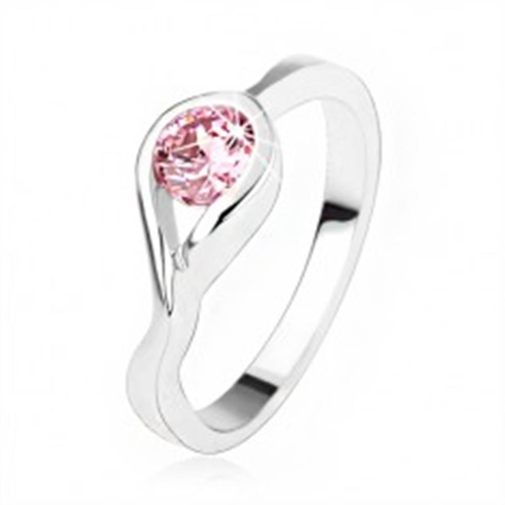 Šperky eshop Strieborný zásnubný prsteň 925, okrúhly ružový zirkón, zatočené ramená - Veľkosť: 50 mm