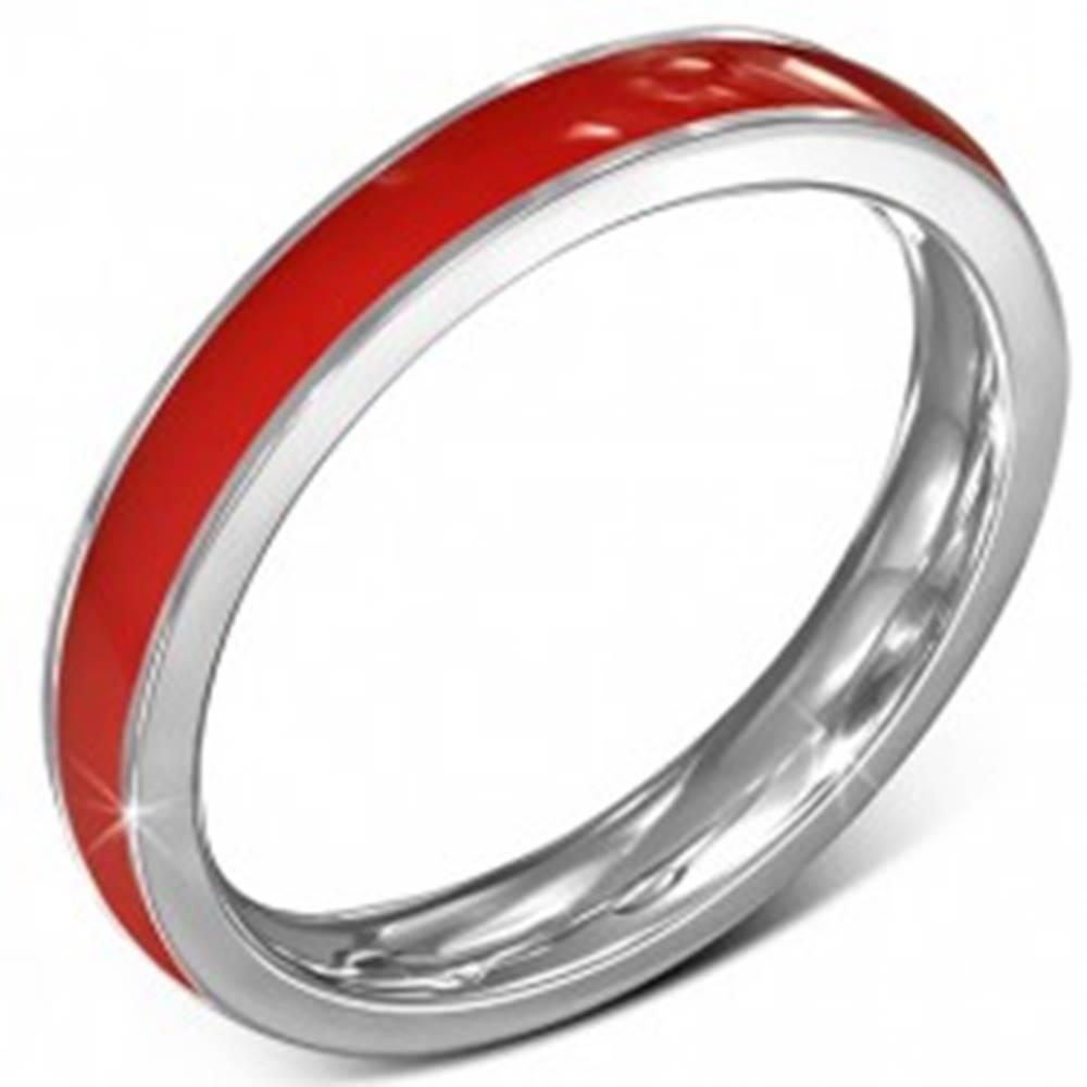 Šperky eshop Tenká obrúčka z chirurgickej ocele - červená, lem striebornej farby, 3,5 mm - Veľkosť: 49 mm