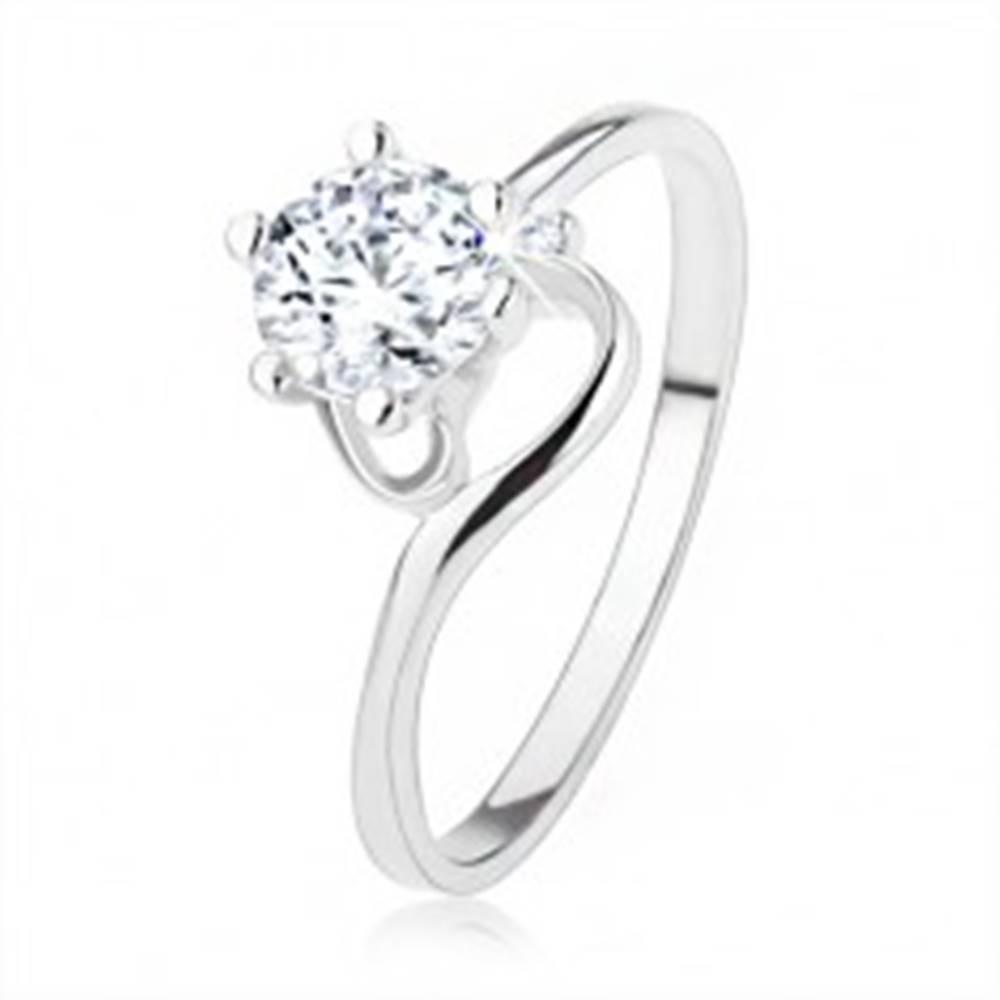 Šperky eshop Zásnubný prsteň zo striebra 925, úzke zatočené ramená, číry zirkón - Veľkosť: 49 mm
