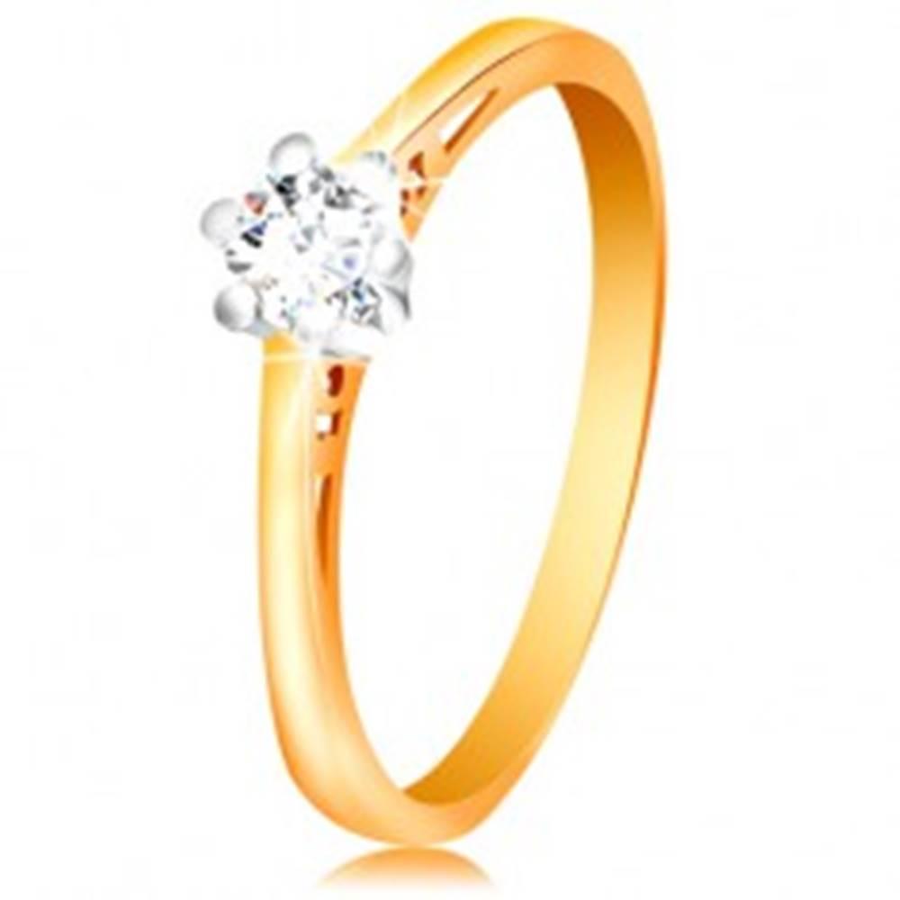 Šperky eshop Zlatý 14K prsteň - číry zirkón v kotlíku z bieleho zlata, výrezy na ramenách - Veľkosť: 50 mm