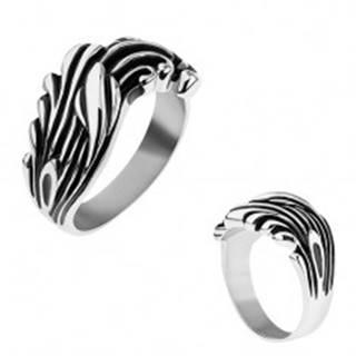 Oceľový prsteň zdobený čiernou patinou, lesklé zvlnené línie - Veľkosť: 57 mm