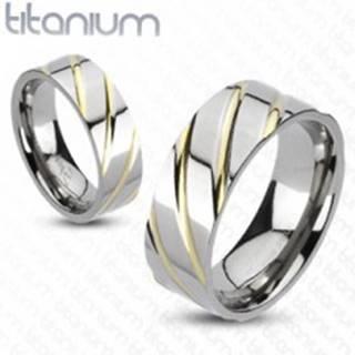 Titánový prsteň striebornej farby - prúžky v zlatej farbe - Veľkosť: 49 mm