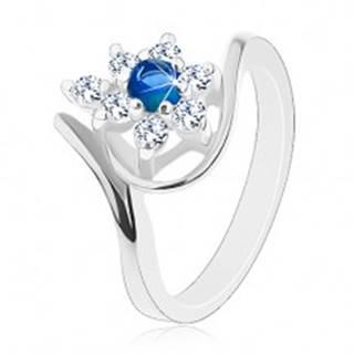 Trblietavý prsteň v striebornom odtieni, tmavomodrý zirkón, číre lupene - Veľkosť: 49 mm