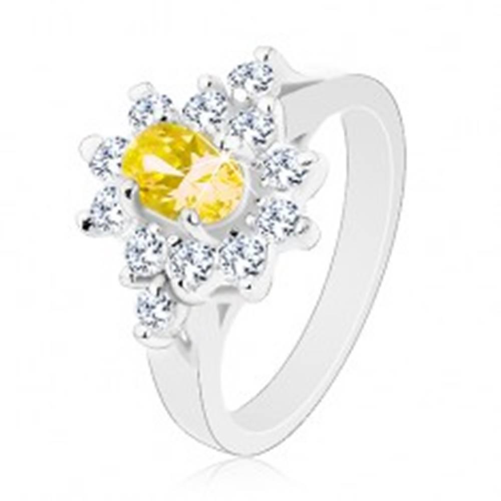 Šperky eshop Ligotavý prsteň, oválny zirkón žltej farby, kontúra z čírych zirkónikov - Veľkosť: 49 mm