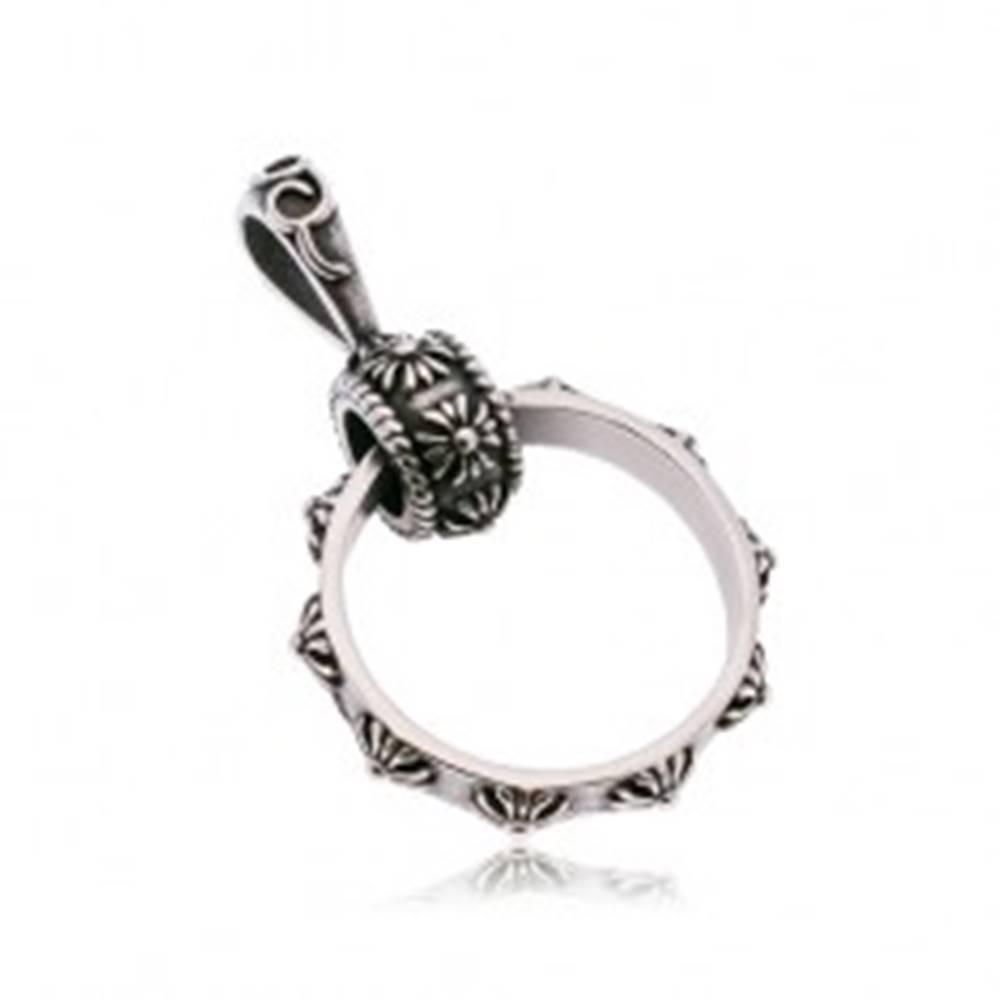 Šperky eshop Prívesok z ocele 316L, veľký prstenec zdobený ľaliovými krížmi, patina