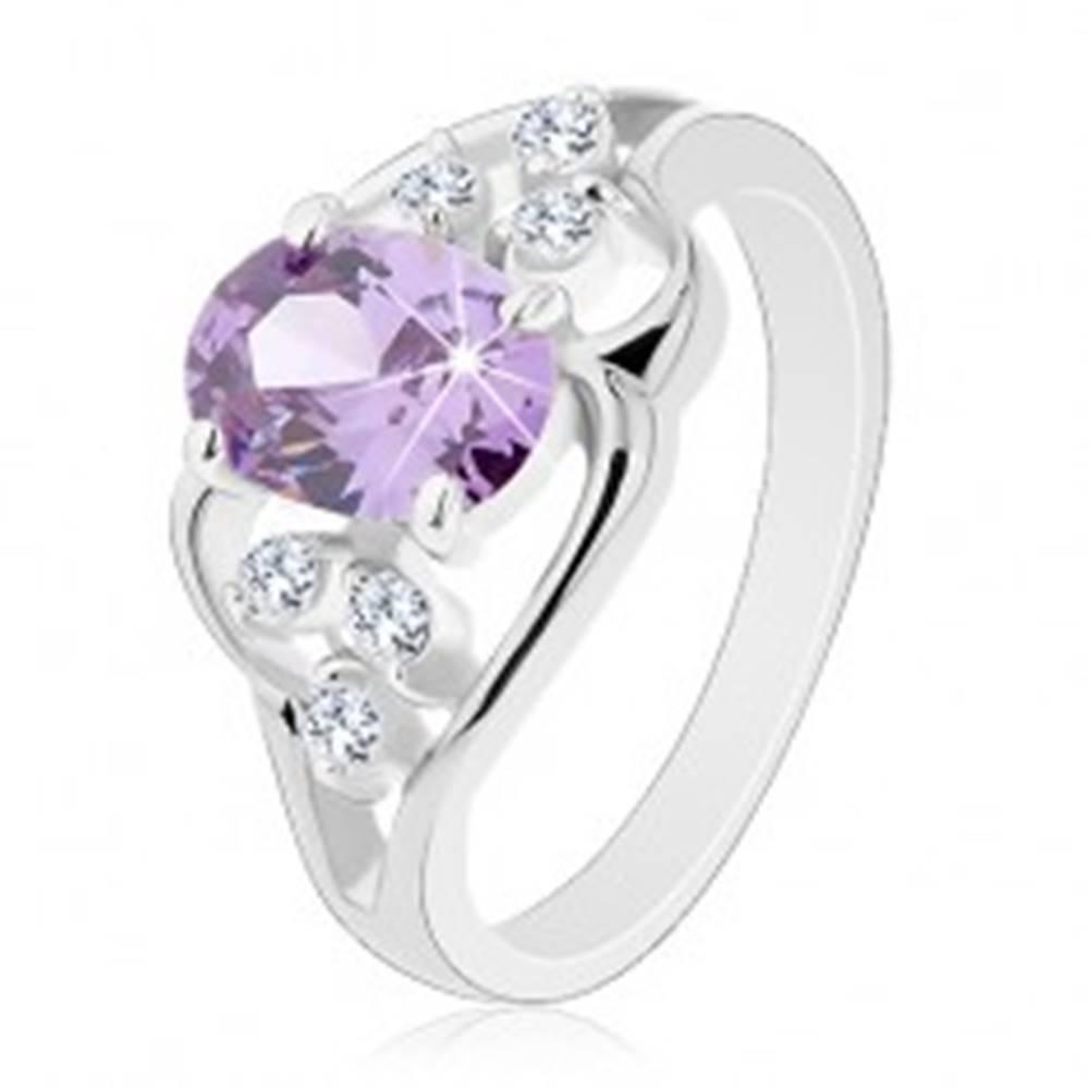 Šperky eshop Prsteň s rozdelenými ramenami, zvlnené línie, oválny zirkón fialovej farby - Veľkosť: 49 mm