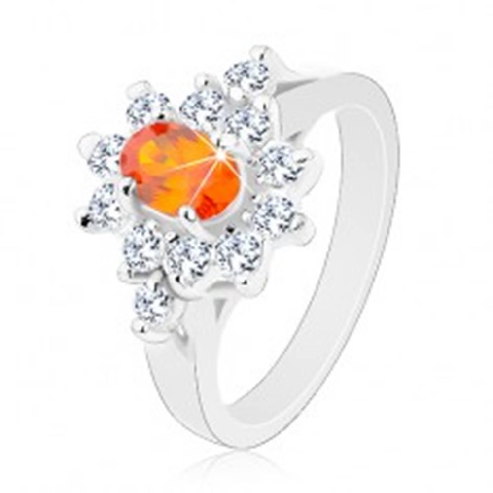 Šperky eshop Prsteň striebornej farby, oranžový zirkónový ovál s lemom čírej farby - Veľkosť: 49 mm