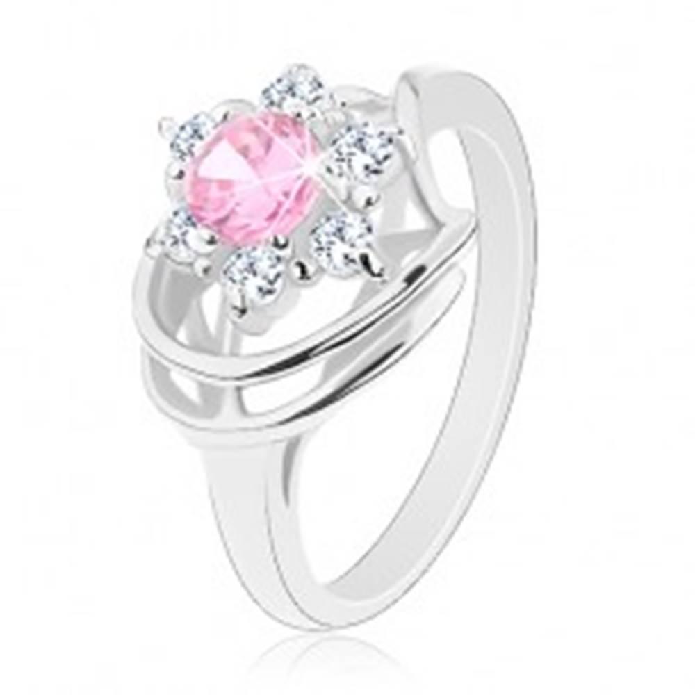 Šperky eshop Prsteň v striebornej farbe, ružovo-číry zirkónový kvet, lesklé oblúky - Veľkosť: 49 mm