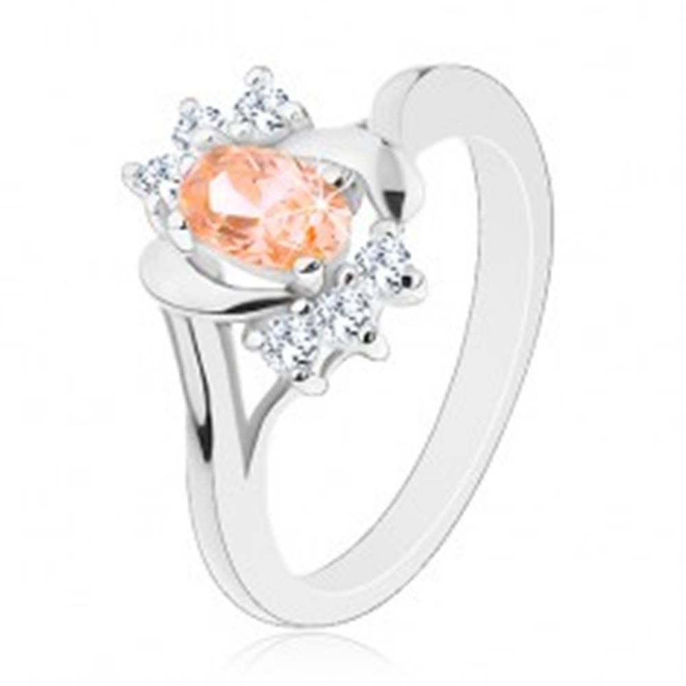 Šperky eshop Prsteň v striebornej farbe, svetlooranžový brúsený ovál, oblúky, číre zirkóniky - Veľkosť: 50 mm