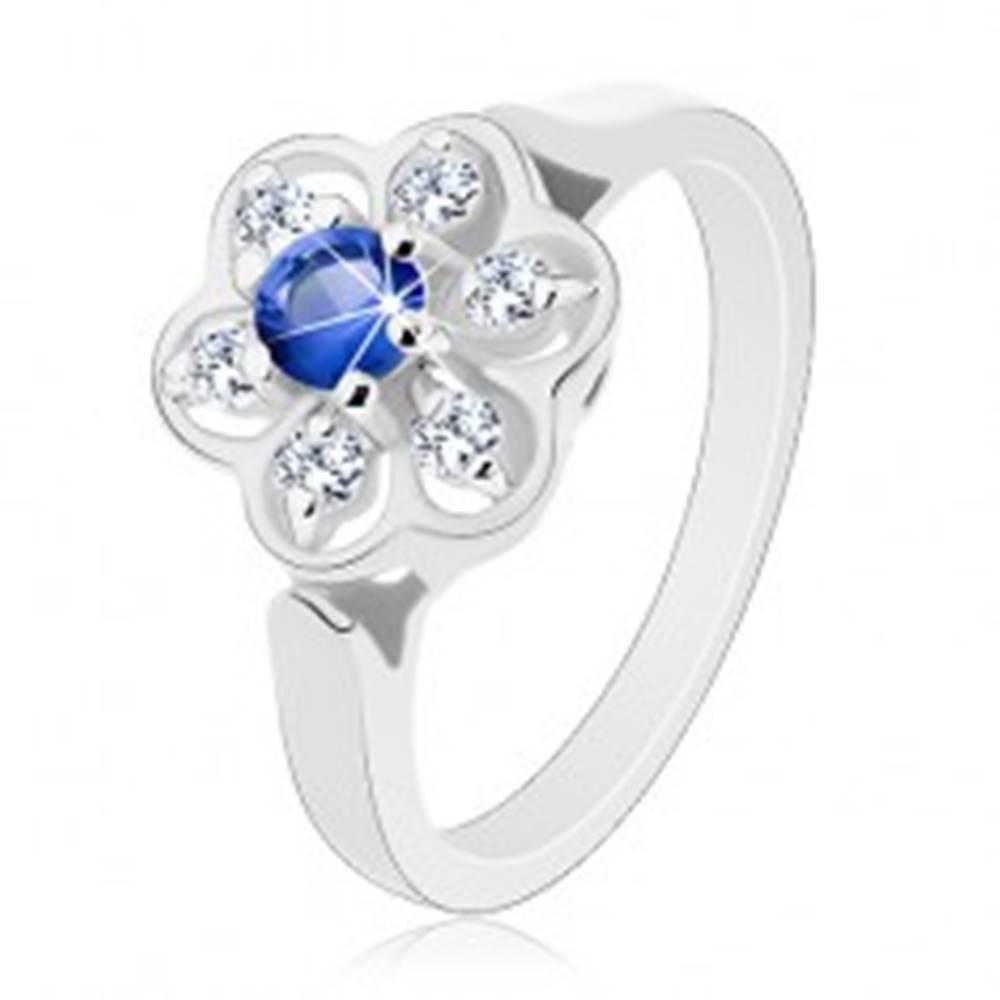 Šperky eshop Prsteň v striebornom odtieni, číry kvietok s tmavomodrým zirkónom - Veľkosť: 50 mm