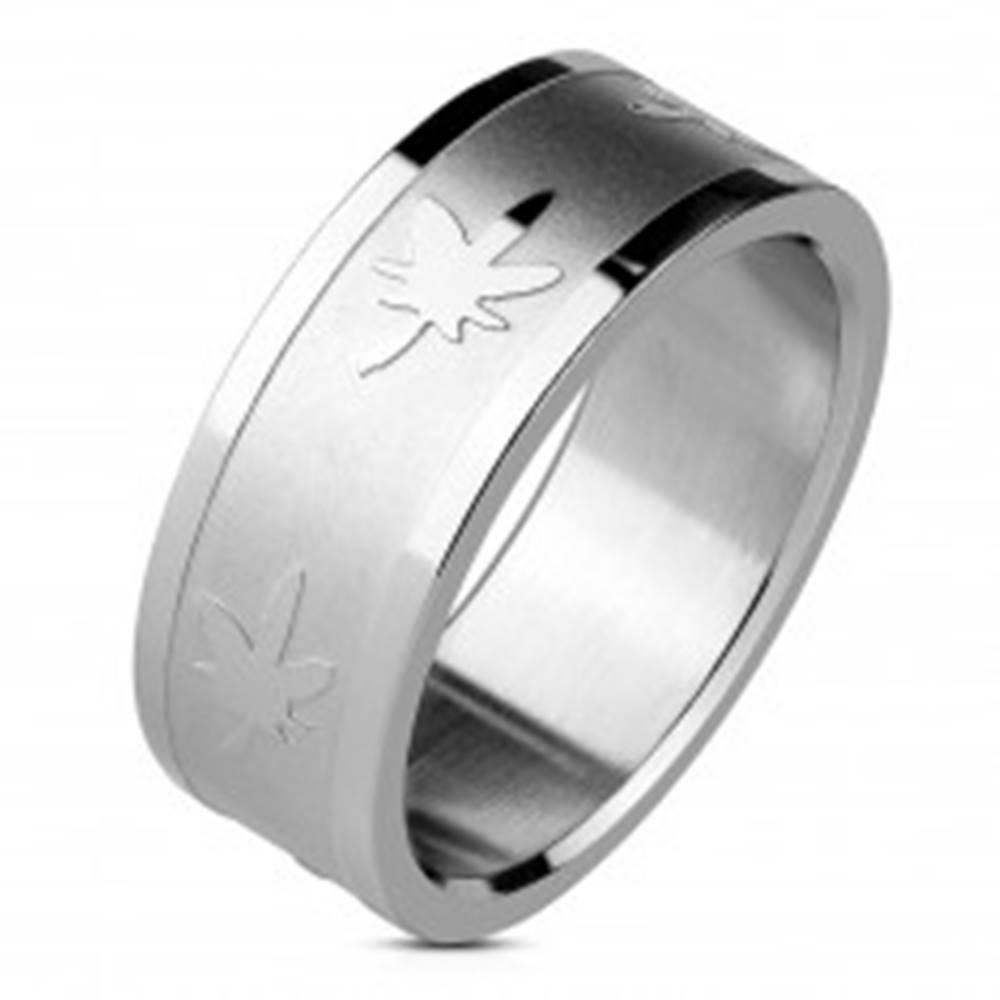 Šperky eshop Prsteň striebornej farby z ocele - lesklé hrany, listy marihuany, 8 mm - Veľkosť: 59 mm