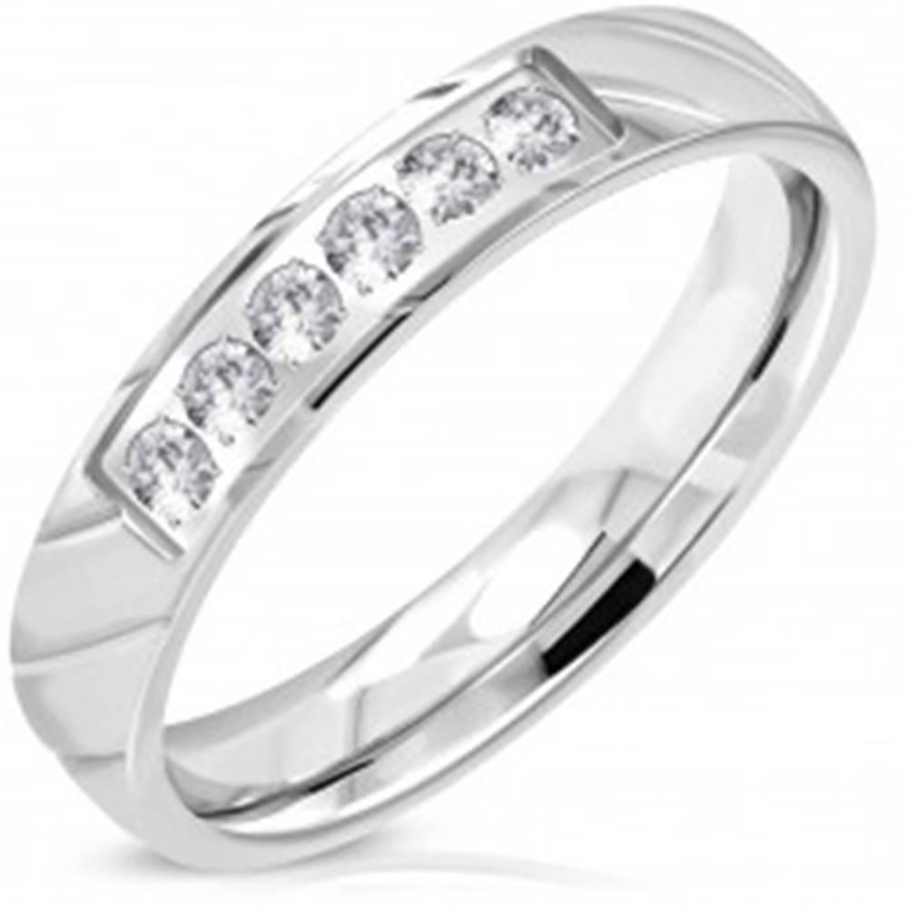 Šperky eshop Prsteň z ocele 316L, strieborný odtieň, trblietavá číra zirkónová línia, 4 mm - Veľkosť: 49 mm