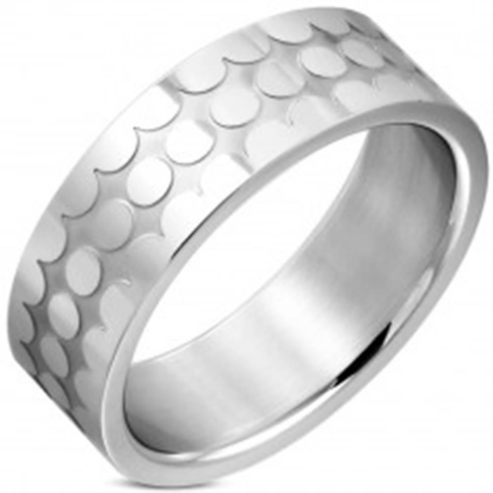 Šperky eshop Obrúčka z chirurgickej ocele - lesklé krúžky, matný zárez, 8 mm - Veľkosť: 54 mm