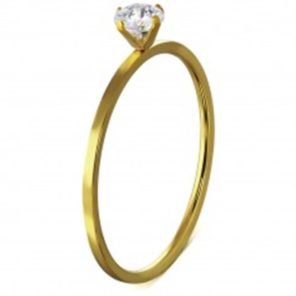 Šperky eshop Úzky oceľový prsteň, zlatá farba, kamienok uchytený štyrmi paličkami - Veľkosť: 46 mm