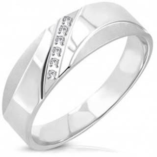 Oceľový prsteň - diagonálna línia čírych okrúhlych zirkónov, matné oblúčiky - Veľkosť: 51 mm