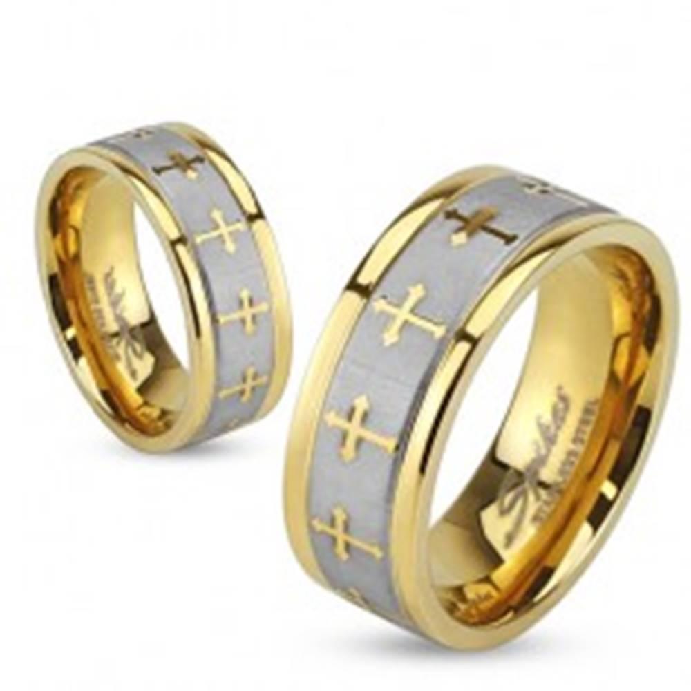 Šperky eshop Prsteň z ocele zlatej farby, saténový pás striebornej farby, jetelové kríže - Veľkosť: 49 mm