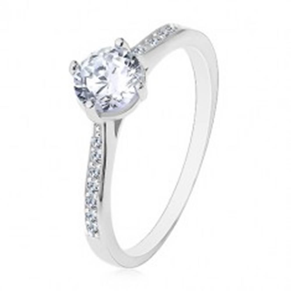 Šperky eshop Strieborný prsteň 925, úzke zdobené ramená, číry vyvýšený zirkón - Veľkosť: 48 mm