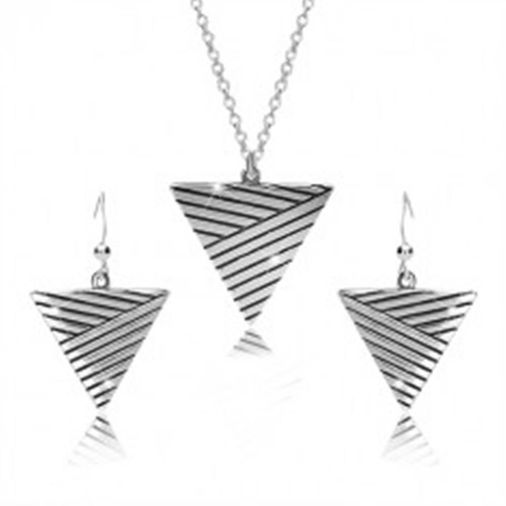 Šperky eshop Sada zo striebra 925 - náhrdelník a náušnice, obrátený trojuholník s patinovanými líniami