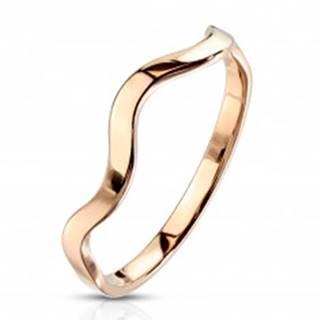 Prsteň z ocele v medenej farbe - motív vlnky, úzke lesklé ramená - Veľkosť: 49 mm