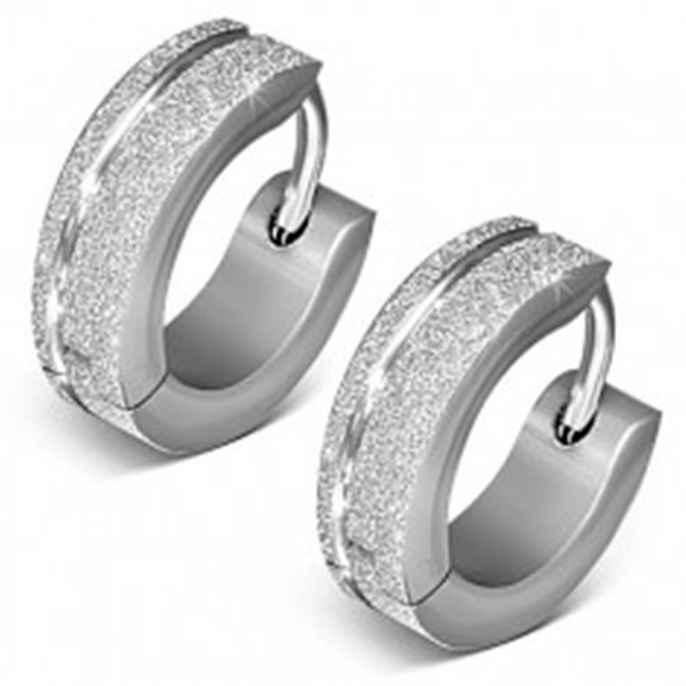 Šperky eshop Kĺbové náušnice z ocele, matný trblietavý povrch, strieborná farba, zárez