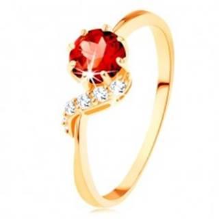 Zlatý prsteň 375 - okrúhly granát červenej farby, ligotavá vlnka - Veľkosť: 49 mm