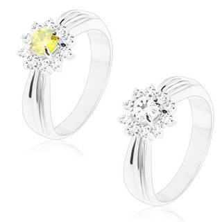 Trblietavý prsteň s podlhovastými zárezmi, brúsený kvet z okrúhlych zirkónov - Veľkosť: 49 mm, Farba: Zelenožltá