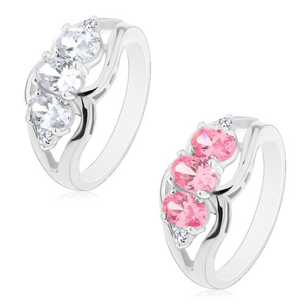 Šperky eshop Ligotavý prsteň s rozdelenými ramenami, tri brúsené oválne zirkóny - Veľkosť: 49 mm, Farba: Ružová