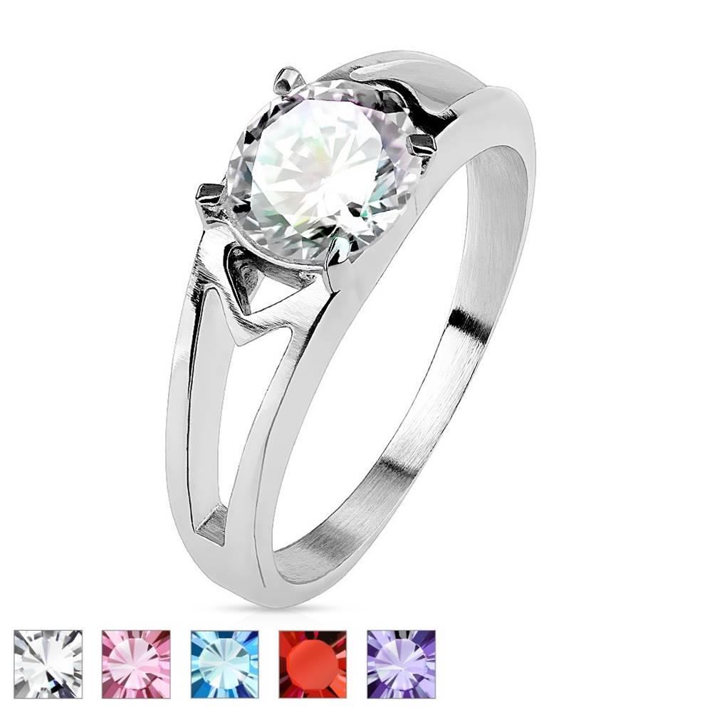 Šperky eshop Oceľový prsteň s ozdobnými výrezmi a zirkónom - Veľkosť: 49 mm, Farba: Ružová