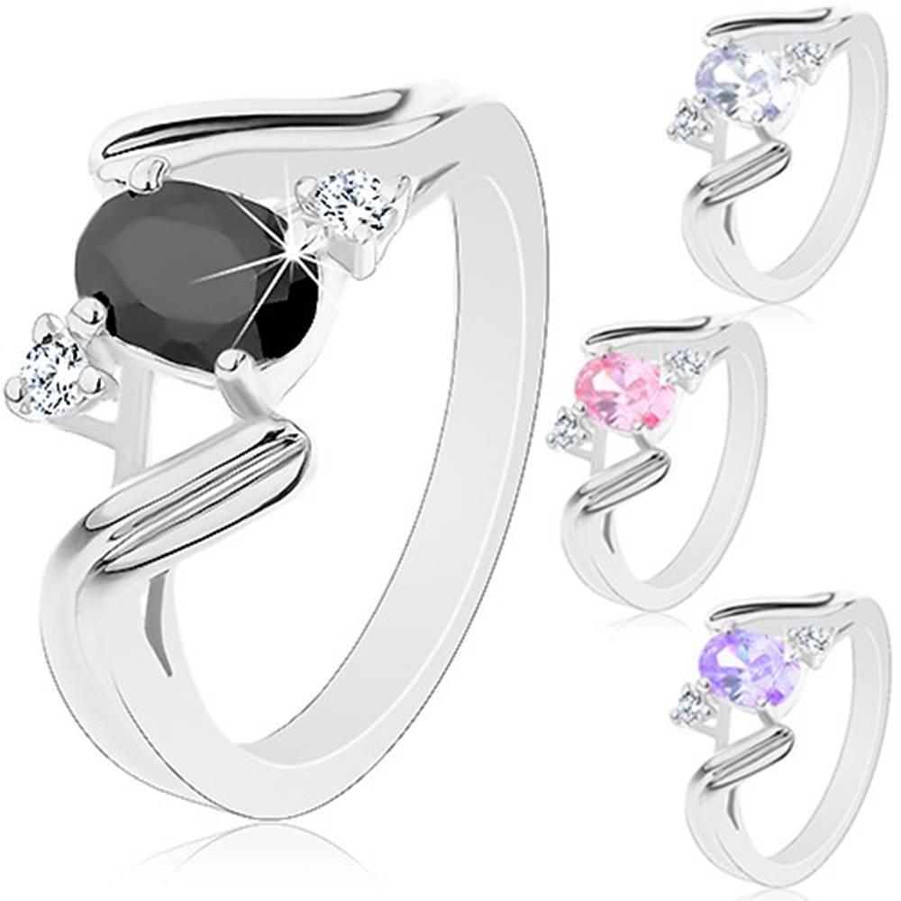 Šperky eshop Prsteň v striebornom odtieni, zvlnené ramená so zárezom, farebný ovál - Veľkosť: 52 mm, Farba: Ružová